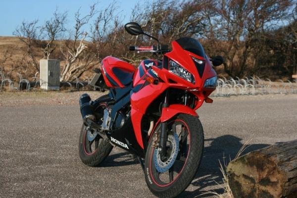 Honda Cbf Vs Yamaha R