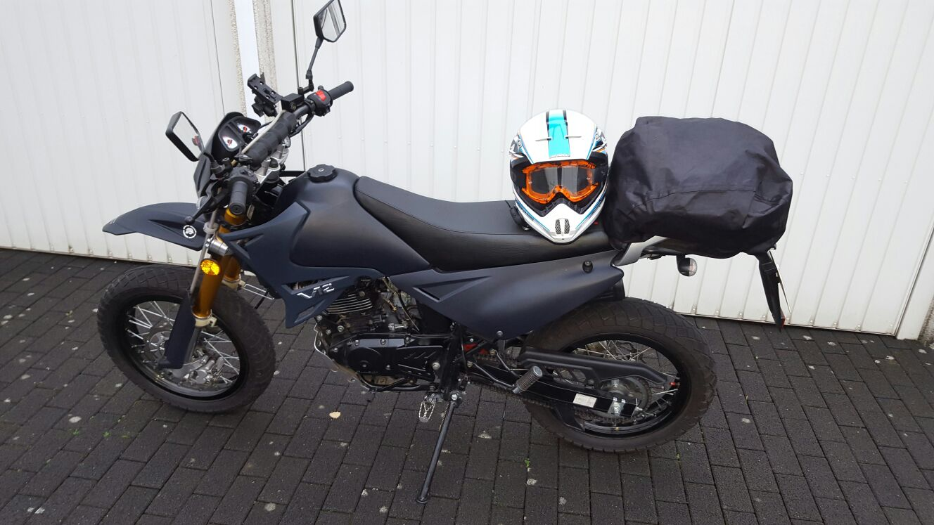 mein bike luxxon 125ccm supermoto 125er. Black Bedroom Furniture Sets. Home Design Ideas